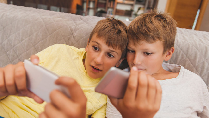 Kann zu viel fernsehen oder gamen meinem Kind schaden?